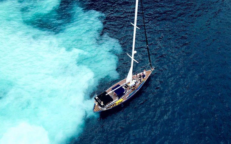龜山島牛奶海帆船